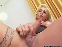 Tgirl Samantha in steamy masturbation