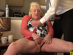 British granny fingerfucking herself