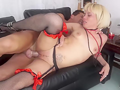 SCAMBISTI MATURI - Mature blonde Italian Analisa Lovex in deep anal exploration