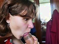 Submissive mumsy gives blowjob lic Mazie from 1fuckdatecom