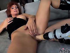 Foxy mature bint has her asshole drilled