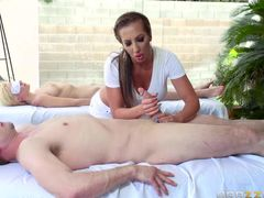 Curvy MILF Richelle Ryan is good at giving handjob. Playful