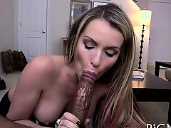 Dudes inviting pecker is making babe very juicy down under