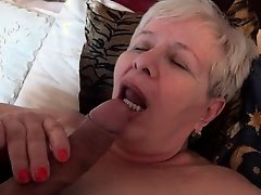 Czech granny hooker likes blowjob