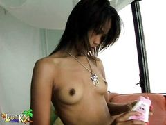 tight teen shows off her naked body