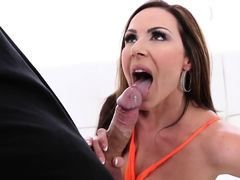 Gorgeous American Milf Goes Crazy For junior Russian Cock